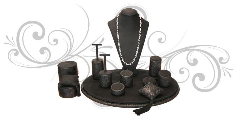 Escaparate para joyería Sferic Oval Luxe, con un peto, una base y 11 piezas de taquería